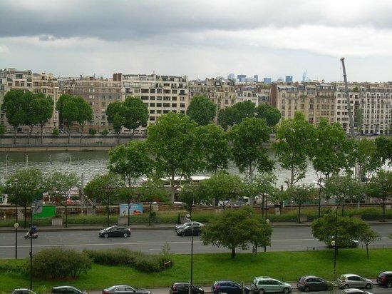 Mercure Paris Tour Eiffel Pont Mirabeau : View from 603