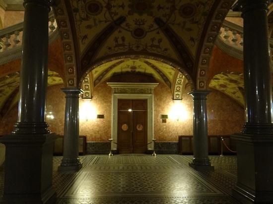 Hungarian State Opera House (Magyar Allami Operahaz) : Porte rez-de-chaussée