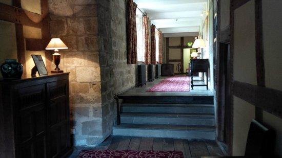 Mercure Telford Madeley Court Hotel: Corridor