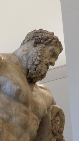 Ercole farnese ulusal arkeoloji m zesi napoli resmi for Ercole farnese 2017