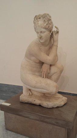 Musée archéologique national de Naples : Venere accovacciata
