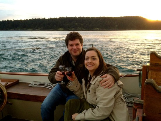 San Juan Classic Day Sailing: A lovely couple enjoys a Private Charter out of Friday Harbor!