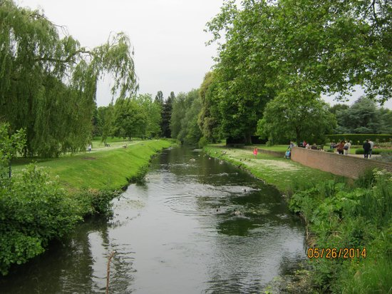 Hall Place and Gardens: River Cray