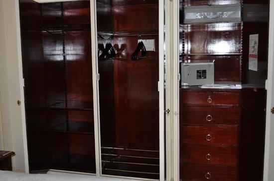 Hotel Le Plaza: closet