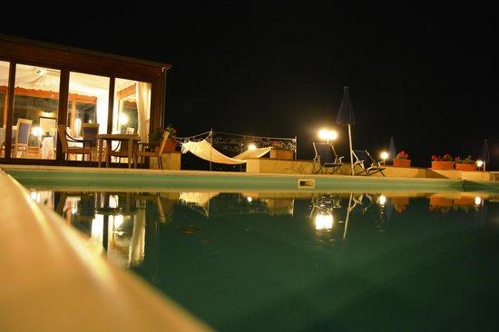 Relais Villa Petrischio : Piscina e angolo del ristorante