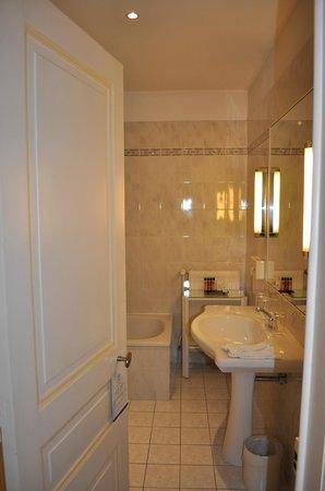 Hotel Le Plaza: bath