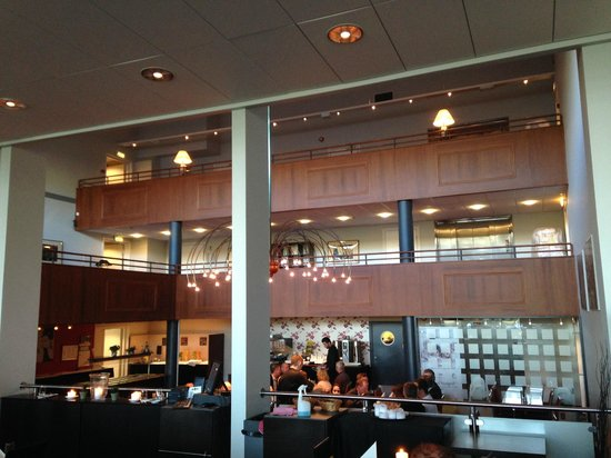 Best Western Oslo Airport Hotell: View of middle hall from restaurant