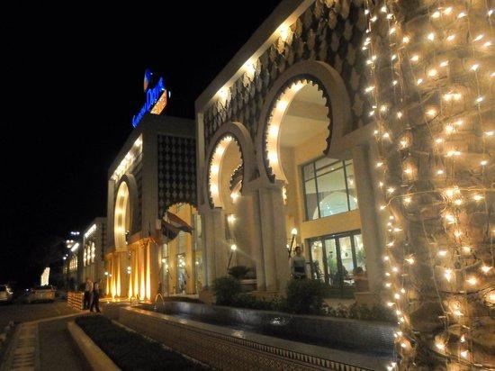 Sunny Days Palma De Mirette Resort & Spa : вид на отель с улицы