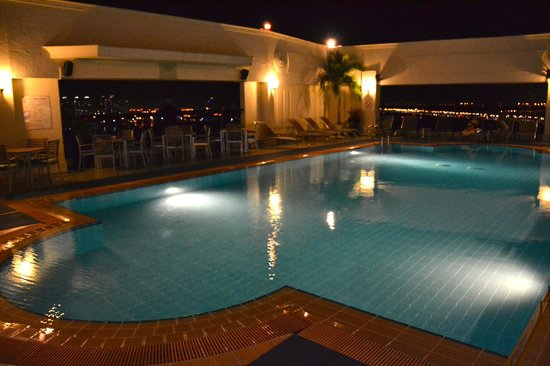 Renaissance Riverside Hotel Saigon : Beautiful Rooftop pool!