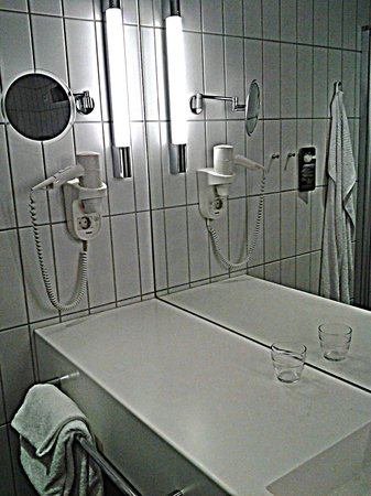 Scandic Fornebu: Удобная ванная