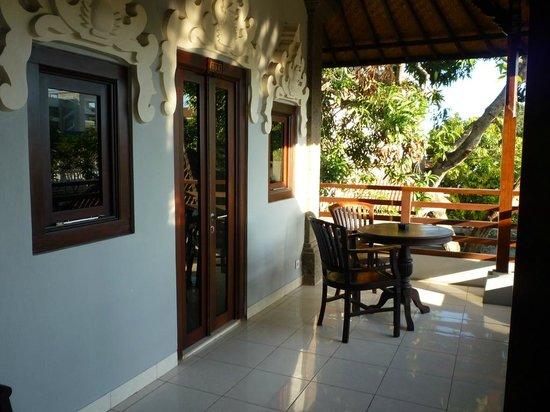 Puri Sading Hotel : Standard room balcony