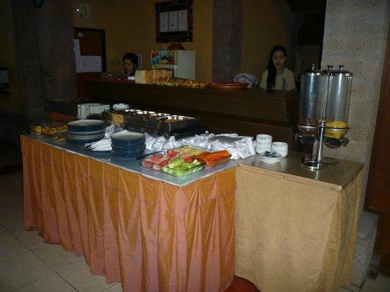 Puri Sading Hotel: Buffet
