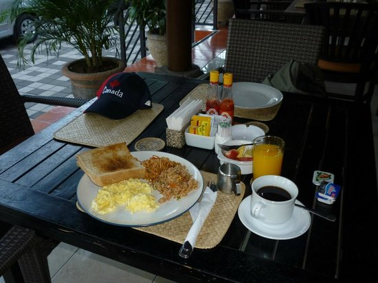 Puri Sading Hotel : My breakfast