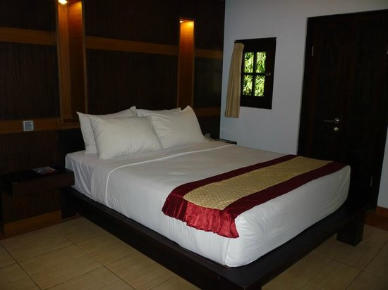 Puri Sading Hotel : Pool View Room