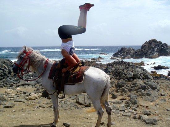 Rancho Daimari: horseback headstand