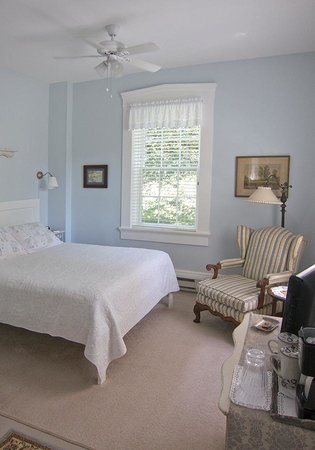 The Gallery Inn: The tranquil Blue Room