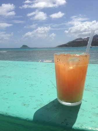 Palm Island Resort & Spa : rum punch at happy island