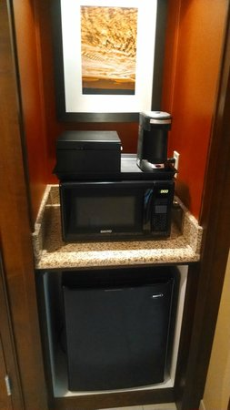 Bloomington-Normal Marriott Hotel & Conference Center: Coffee maker, fridge, microwave
