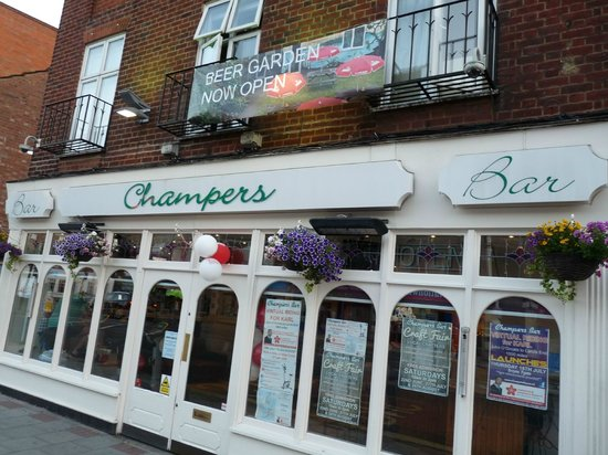 Champers Wine Bar: Champers Bar in Eastcote