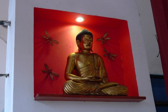 Dragonfly Thai Restaurant and Bar: budha statue
