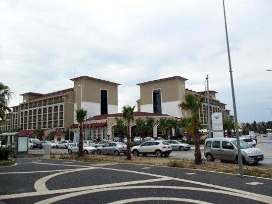 Paloma Oceana Resort: Hotel Vorderfront, gesehen vom Basar!