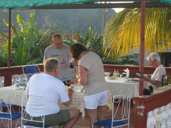 Villa Jorge y Ana Luisa: Cenando