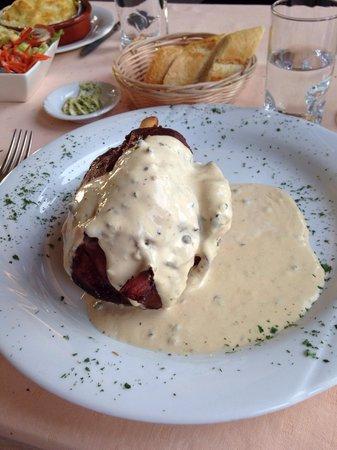 Chalet Royal: Jambonneau sauce poivre vert
