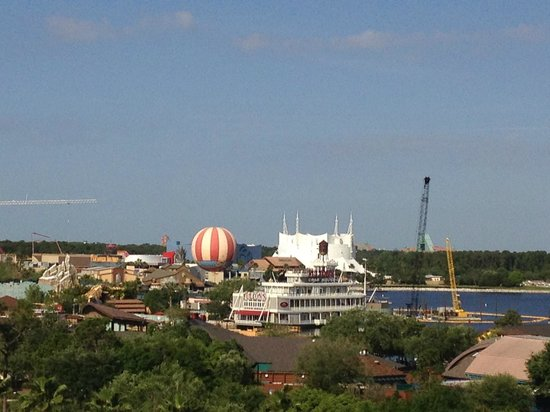 Hilton Orlando Lake Buena Vista - Disney Springs™ Area : 7th Floor Downtown Disney View Room
