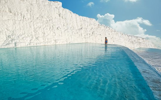 Tyrkiet: PAMUKKALE - Are you looking for the perfect place to relax? Turkey's famous thermal springs at P