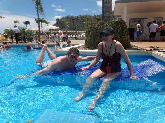 Hotel Riu Palace Costa Rica: pool loungers
