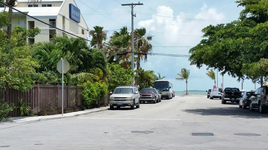 Key West Bayside Inn & Suites : The closeness of the hotel to the bay