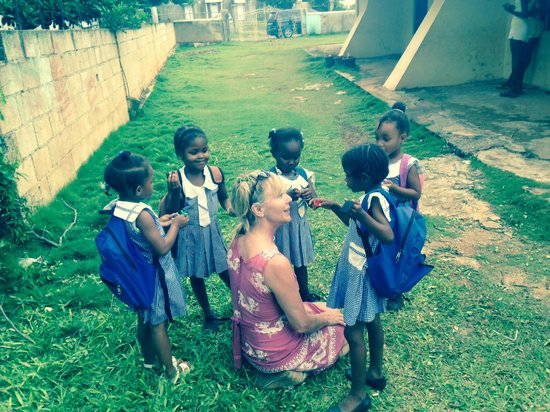 JuJu Tours: Mary and the children at Broughton School