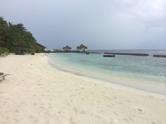 Ellaidhoo Maldives by Cinnamon: The white sandy beach
