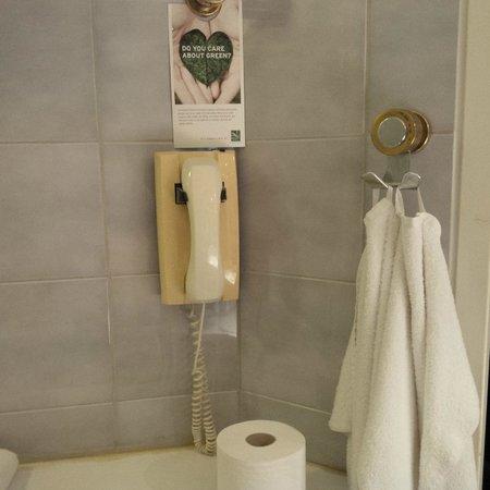 Quality Hotel Globe: Altes Telefon im Bad?!
