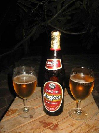 Siem Reap Evergreen Hotel: В баре можно попробовать местное пиво Angror