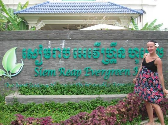 Siem Reap Evergreen Hotel: Вход в отель