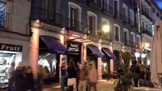 Hotel Persal : Basta sair pela porta e escolher onde começar a noite.