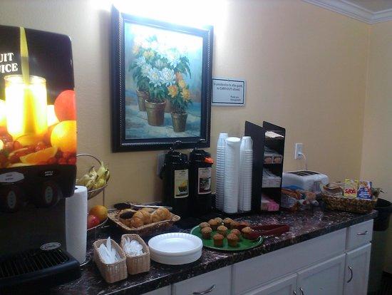 Vagabond Inn San Pedro : continental breakfast