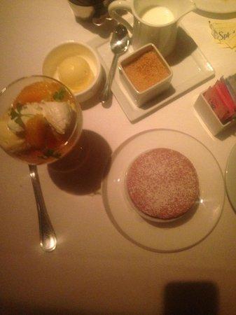 Gotham Bar & Grill : Heavenly raspberry souffle'