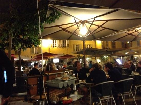 Cafe des Arcades: Lovely ambiance