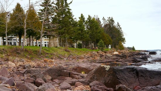 Larsmont Cottages on Lake Superior : End of campus