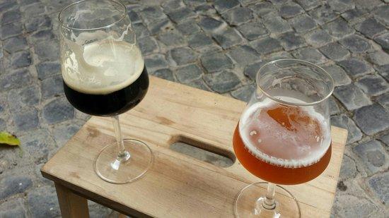 Baguetteria del Fico: Birre seduti su uno sgabellino