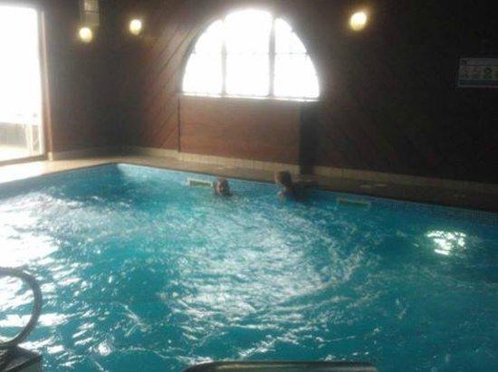 Holly Tree Hotel: Pool area