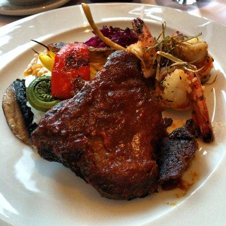 Restaurant a L'Imparfait : La suggestion du chef; Duo:Joue de boeuf au gingembre confit avec sauce BBQ et crevettes aux her