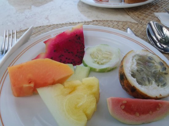 Candi Beach Resort & Spa: Fruit at breakfast