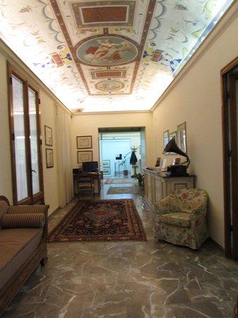 Hotel Garden: Interior