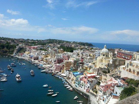 The Port of Corricella: Dalla saluta per terramurata