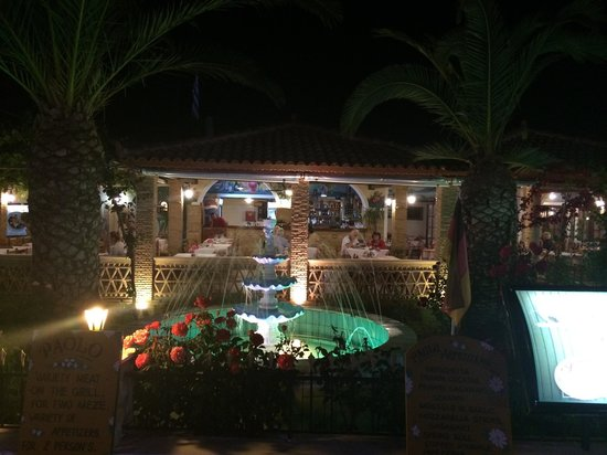 Paolo: Scenery; water fountain, palm trees and outside seating area