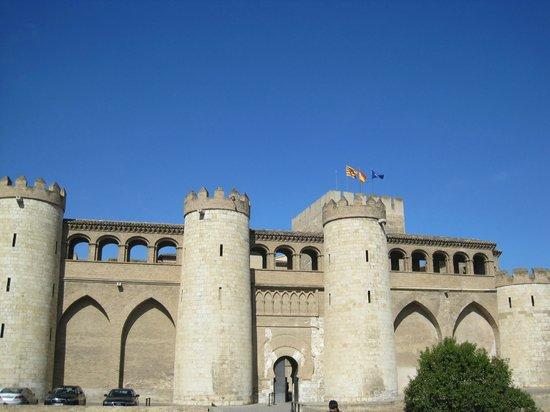 Palacio de la Aljafería: Aljaferia Palace-outside