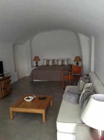 Pezoules: louisa bedroom